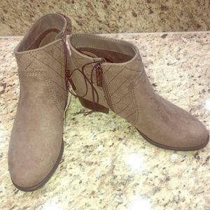 Unisa Ankle Booties